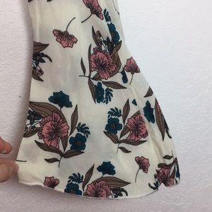 Charlotte Russe Tops - Floral Bell Sleeve Scoop Neck Crop Top